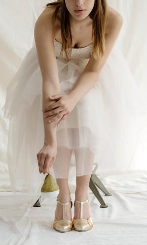 scarpetta-di-venere-scarpe-artigianali-sposa-Azzurra-indossata-2