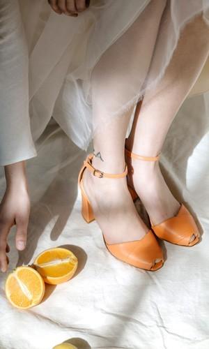 scarpetta-di-venere-scarpe-artigianali-sposa-Nespola-indossata-1